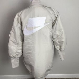 Nike Jackets & Coats - NIKE WMNS NSW NSP PARKA INSULATED MA1 SIZE MEDIUM